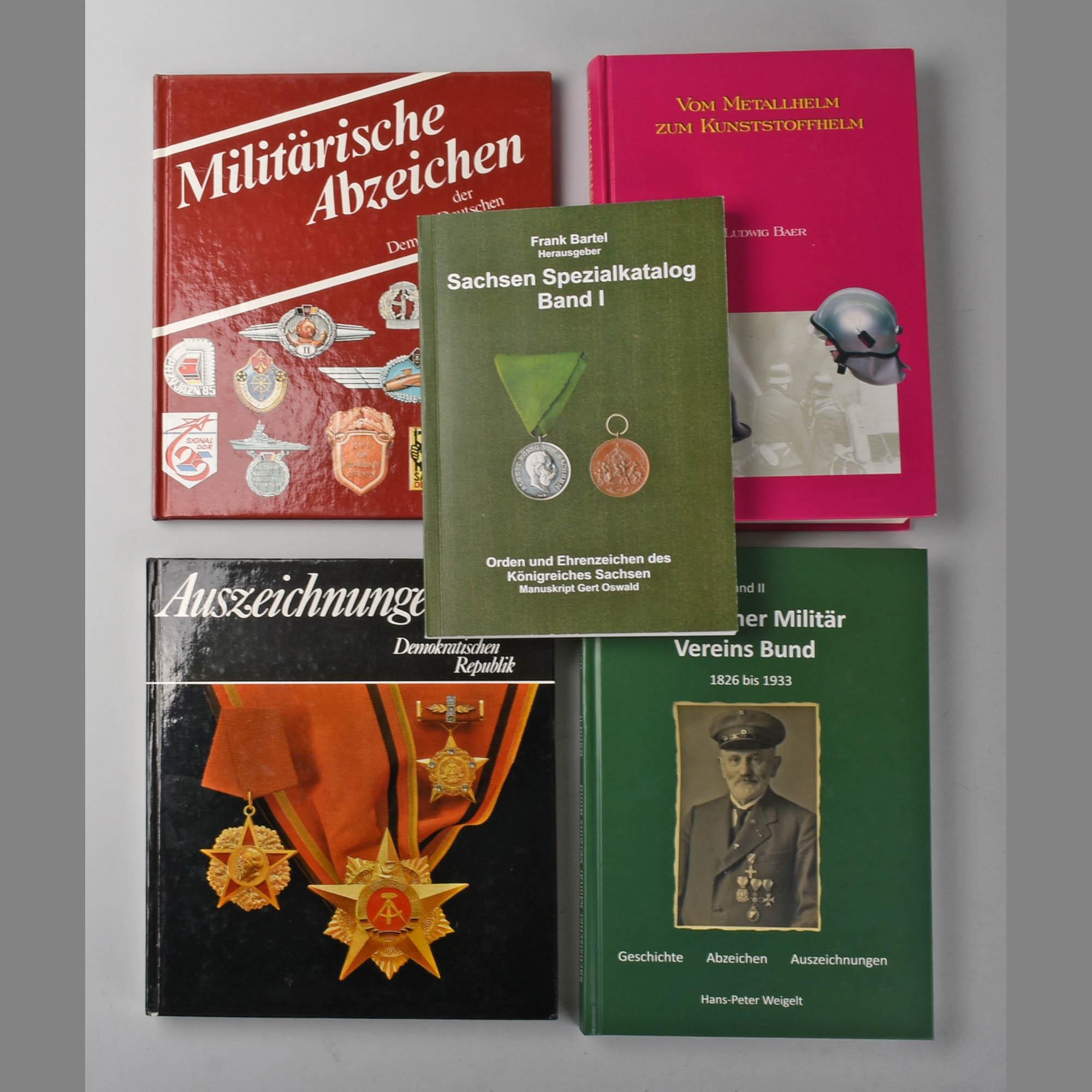 Konvolut Fachliteratur Militär/Auszeichnungen