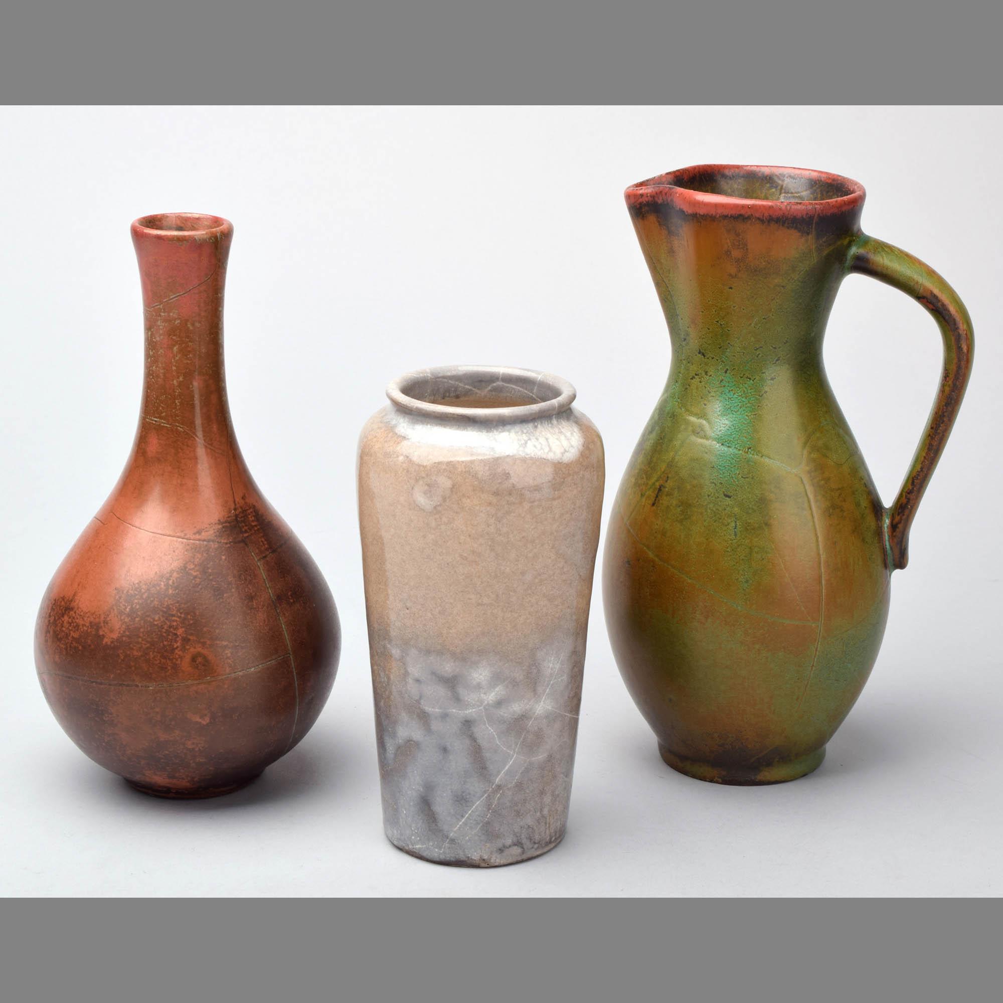 Drei Teile dekorative Keramik