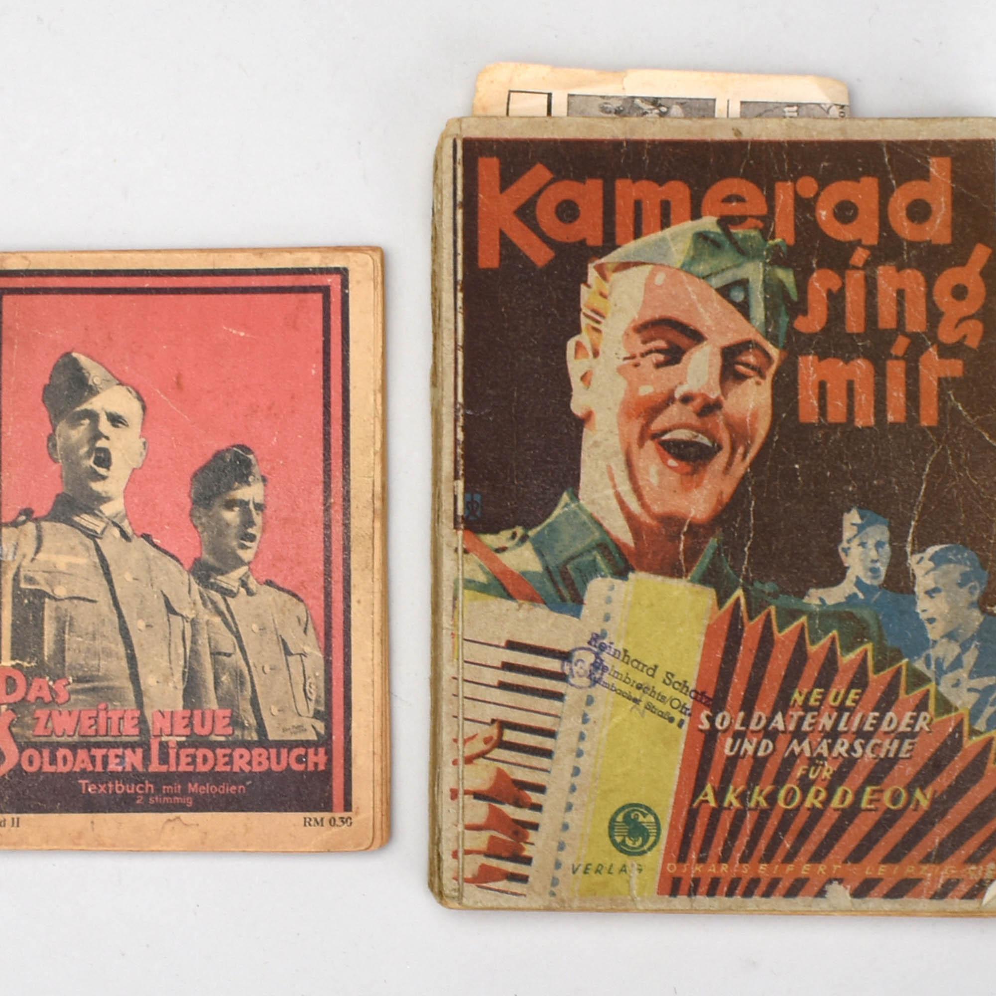 Paar Soldaten-Liederbücher mit SS-Stempel